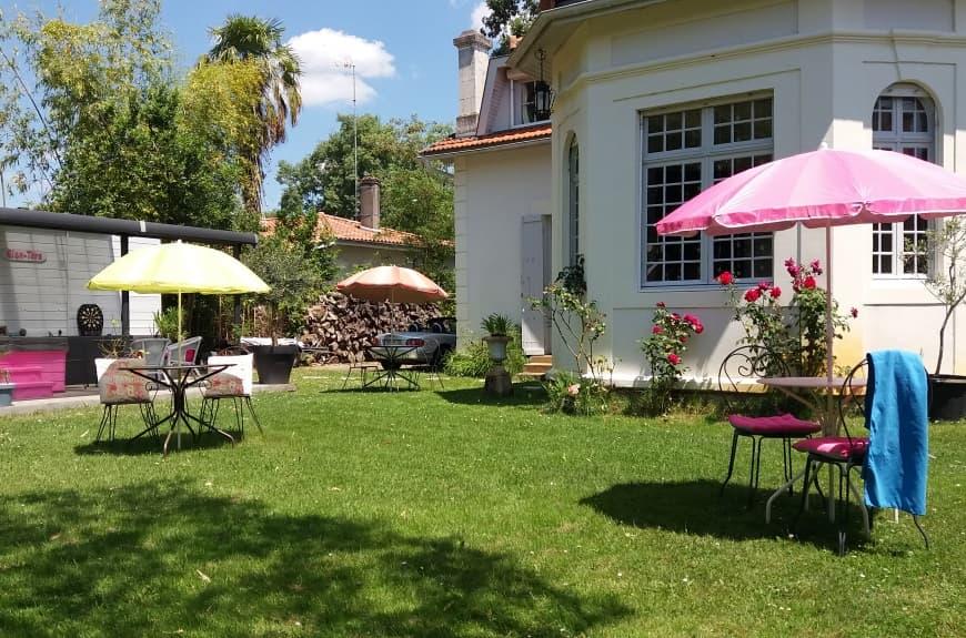 La villa Glen-tara - Maison d'hôtes du Bassin d'Arcachon, côté jardin